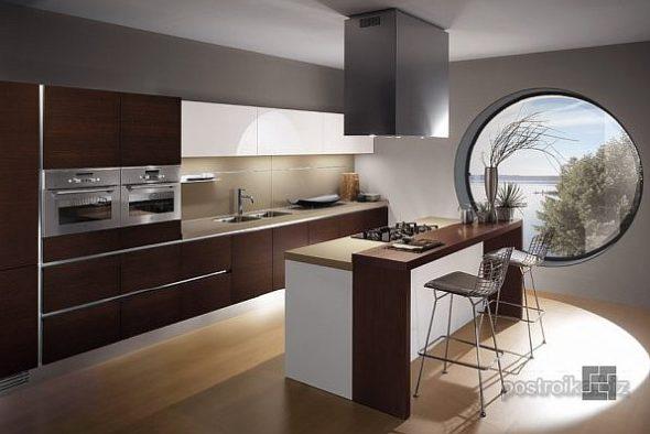 Уютная кухня с круглым окном