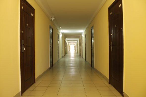 Освещение в коридоре общежития