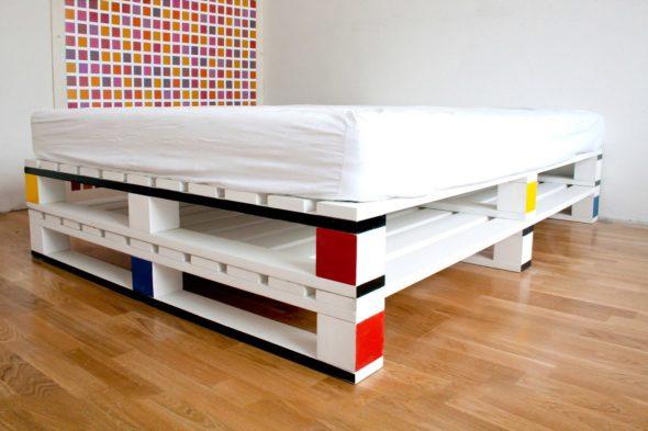 Кровать из паллет своими руками
