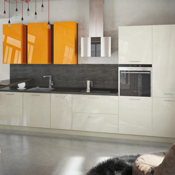 Кухня с оранжевыми шкафчиками с эмалевым покрытием