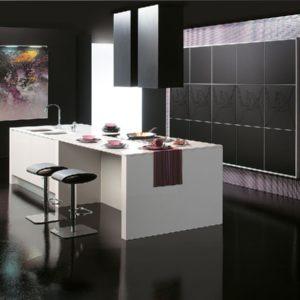 Тёмный цвет в интерьере кухни