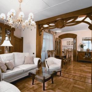 Дверной проём гостиной в виде декоративной арки