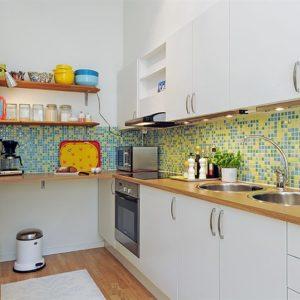 Мозаика на стенах в кухне