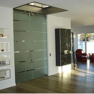 Распашные двери в стиле хай-тек
