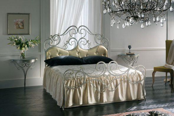 Спальня в стиле модерн с роскошной кроватью