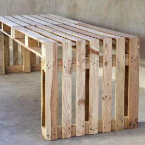 простой стол из паллет