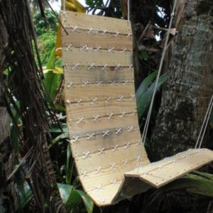 Подвесное кресло из деревянных реек