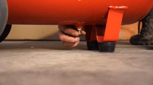 Клапан для слива влаги из ресивера