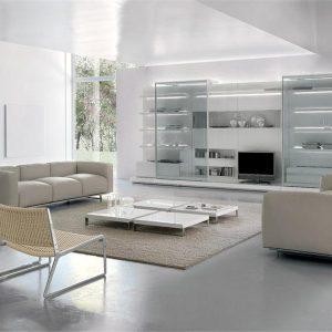 Кожаная и плетёная мебель в интерьере гостиной