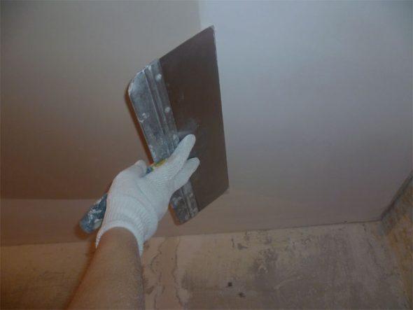 Шпаклевание потолка
