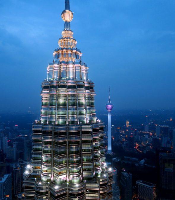 Одна из башен Петронас в Малайзии