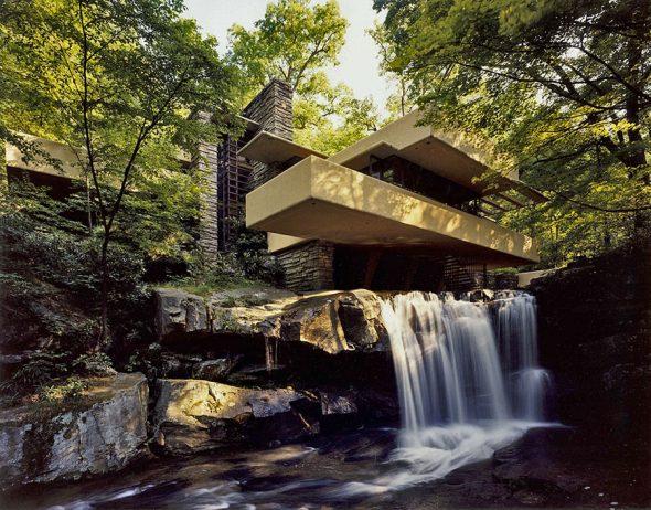 Дом над водопадом в штате Пенсильвания, США