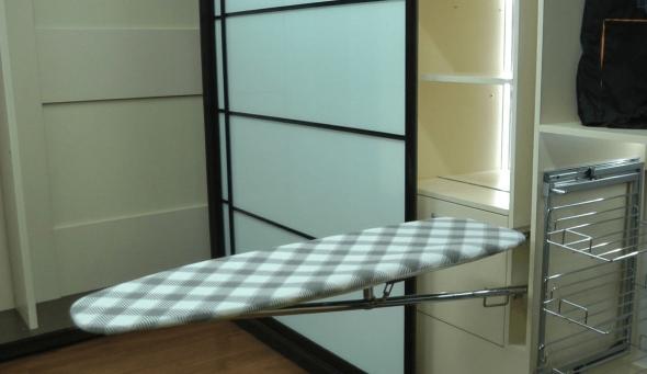 Шкаф-купе с гладильной доской