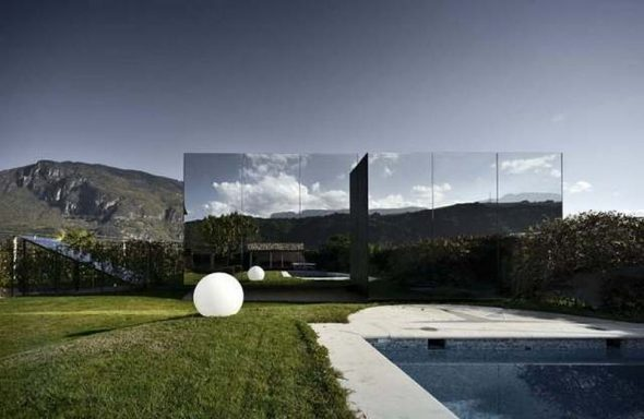 Зеркальный дома в Италии