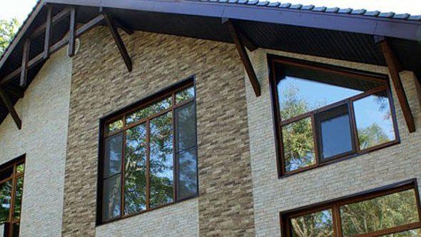Здание с фасадом из фиброцементных панелей