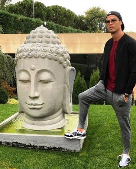 Голова Будды и Криштиану Роналду