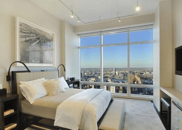 Дизайн спальни с панорамными окнами