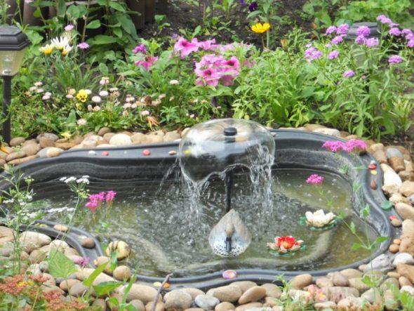 Дачный пруд из чаши с фонтаном