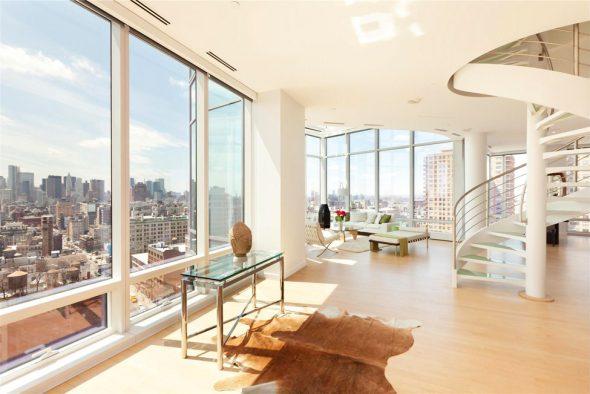 Холл в квартире с панорамными окнами