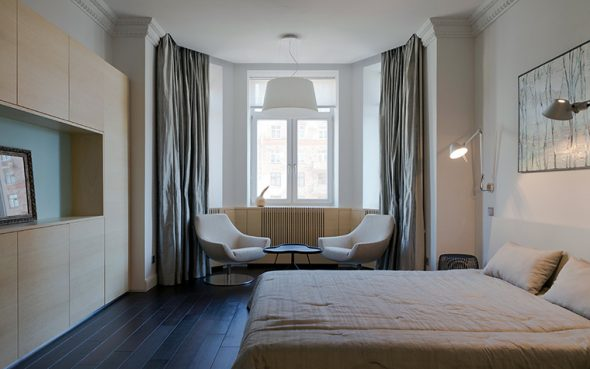 Оформление эркера в спальне