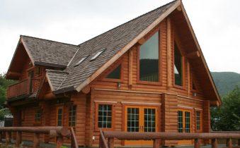 Дом, облицованный блок-хаусом