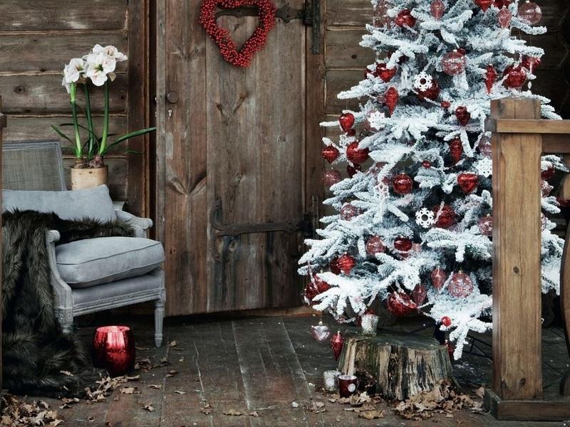 Как красиво украсить двор к Новому году 2019: 40+ идей на фото