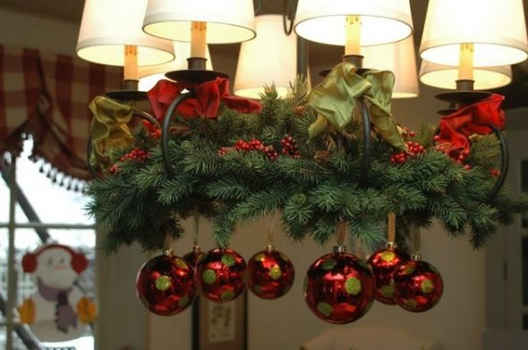 Украшение дома гирляндами на Новый год