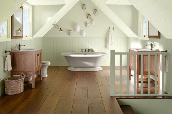 Просторная ванная комната на мансарде