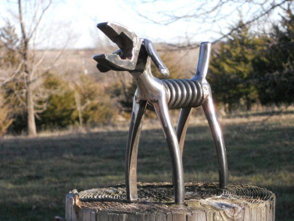 Собака из плоскогубцев