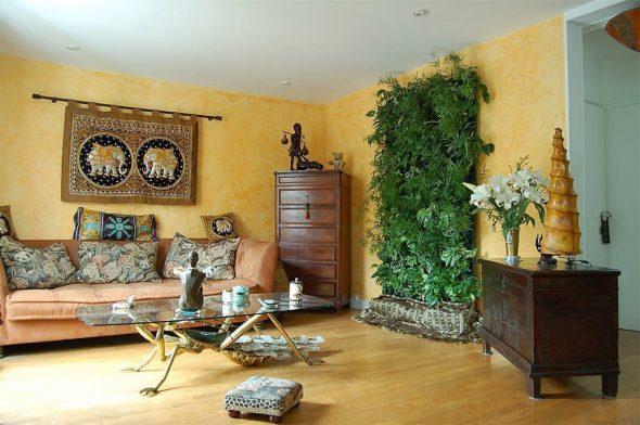Вертикальный сад в экзотичном интерьере