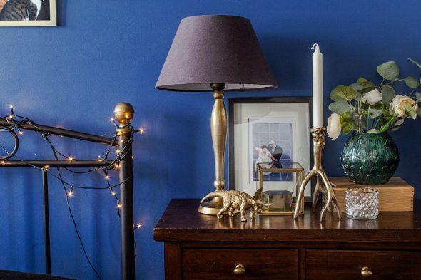 Золотой и индиго в спальне