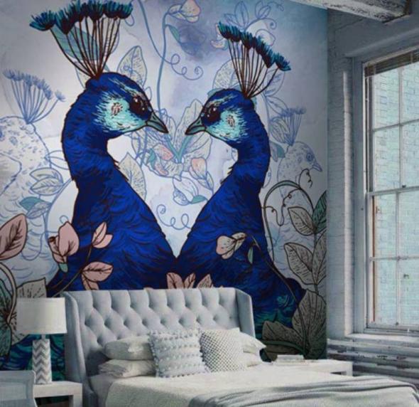 Яркие синие птицы на стене