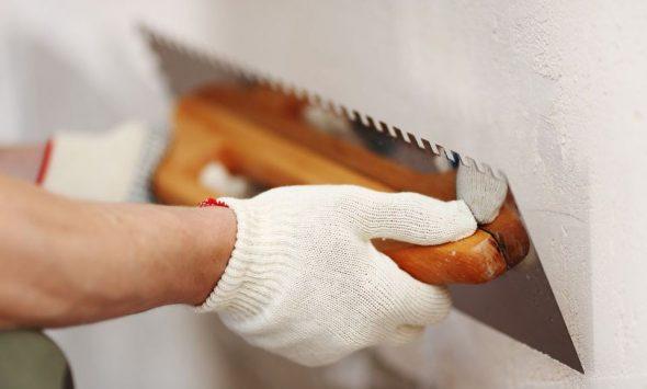 Выполнение ремонтных работ шпателем