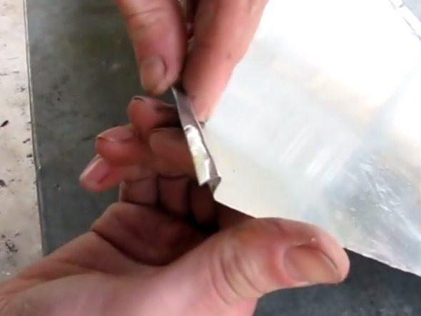 Сгибание кромки со стороны двойной линии для образование замкового паза