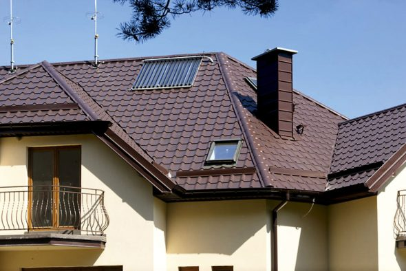 Сложная крыша из металлической черепицы