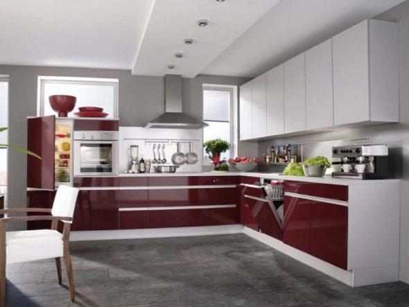 Контрастный гарнитур на кухне