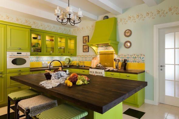 Кухонный гарнитур в зелёном цвете