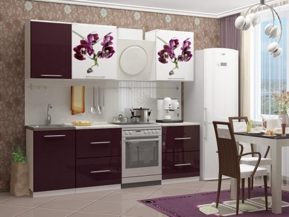 Яркий дизайн кухни с рисунками