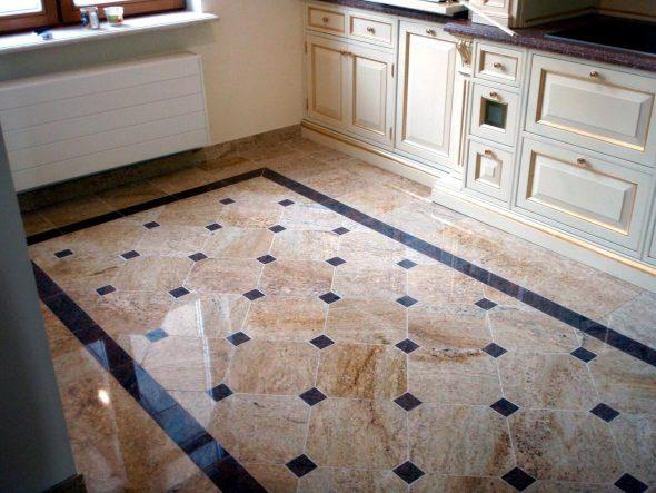 Плитка с зеркальной поверхностью на кухне