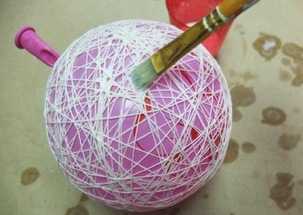 Покрытие шара клеем