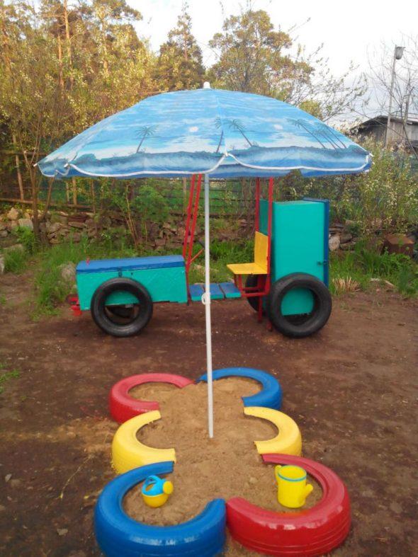 Зонт на детской площадке