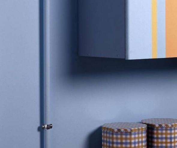 Газовая труба на кухне одного цвета со стенами