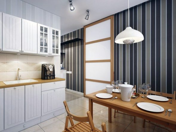 Полосатые обои в кухонном интерьере