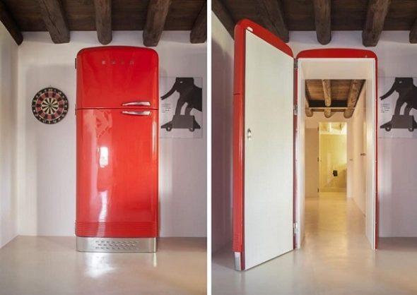 Дверь, замаскированная под холодильник