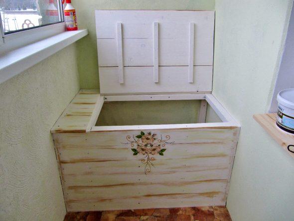 Ящик для хранения овощей на балконе