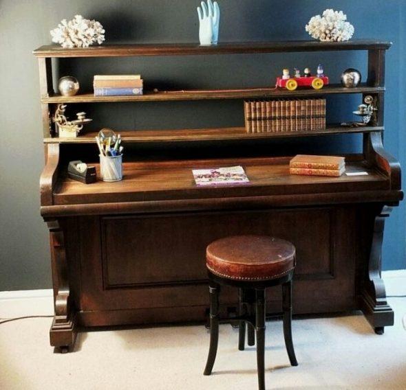 Рабочий стол из пианино