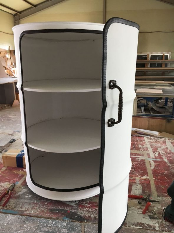 Шкаф из железных бочек