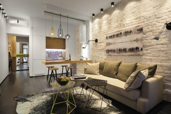 Кирпичная стена за диваном