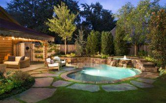 Благоустроенный двор частного дома