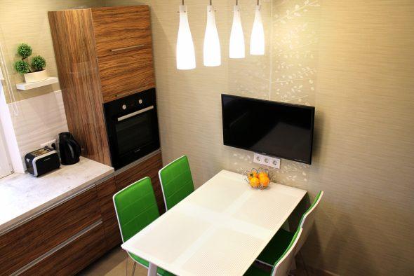 куда поставить телевизор на кухне